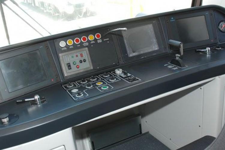 Painel do trem da frota P do Metrô: apenas com o CBTC instalado