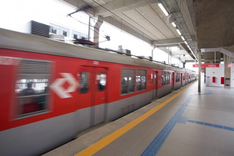Plataforma da nova estação da CPTM de Ferraz de Vasconcellos
