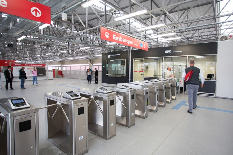 Bloqueios da nova estação da CPTM de Ferraz de Vasconcellos