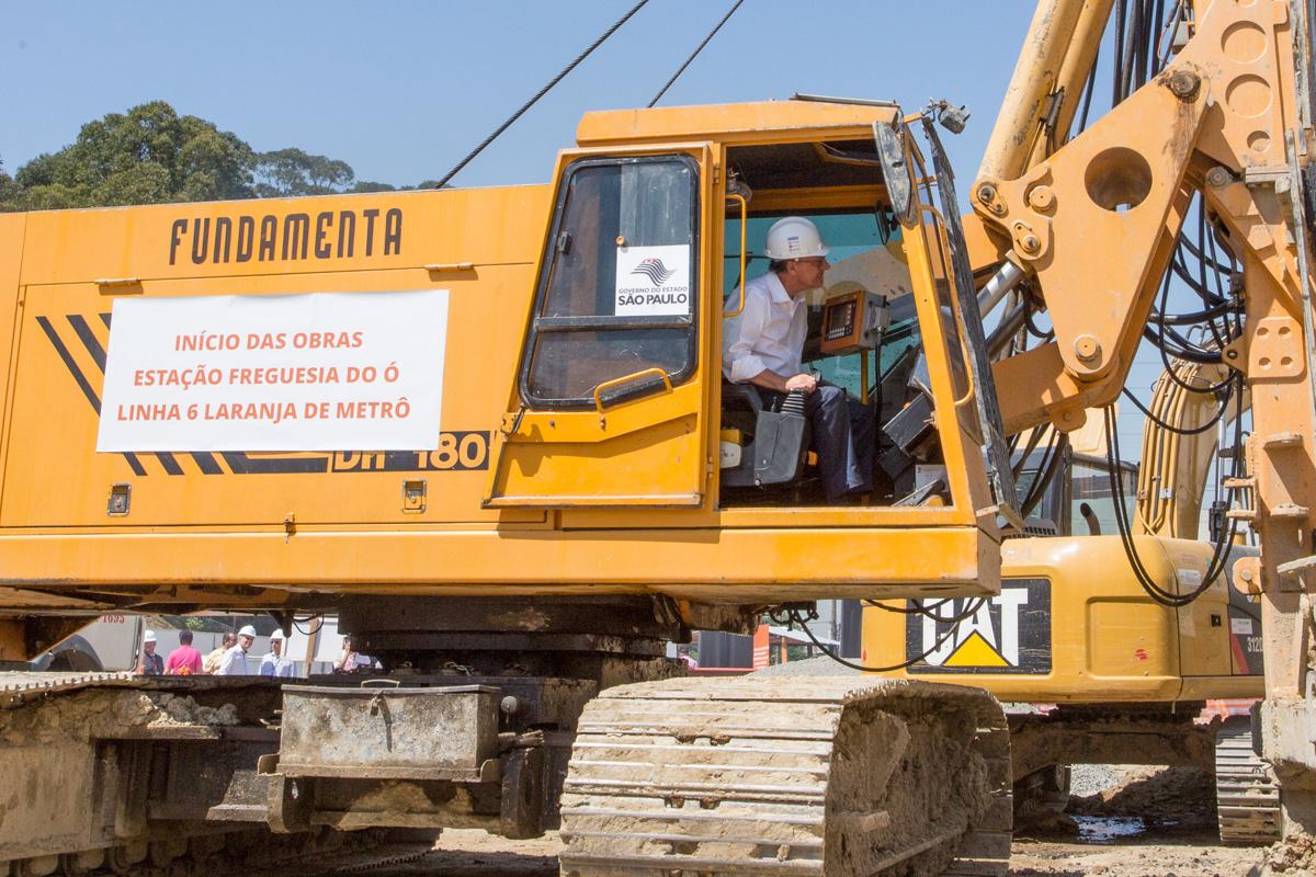 Alckmin faz inauguração simbólica da obra