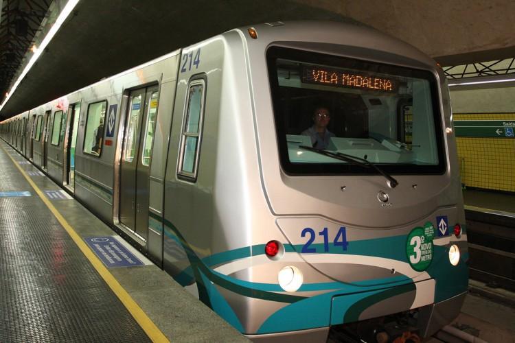 Trem na Linha 2 do Metrô: com CBTC, intervalo entre composições cairá