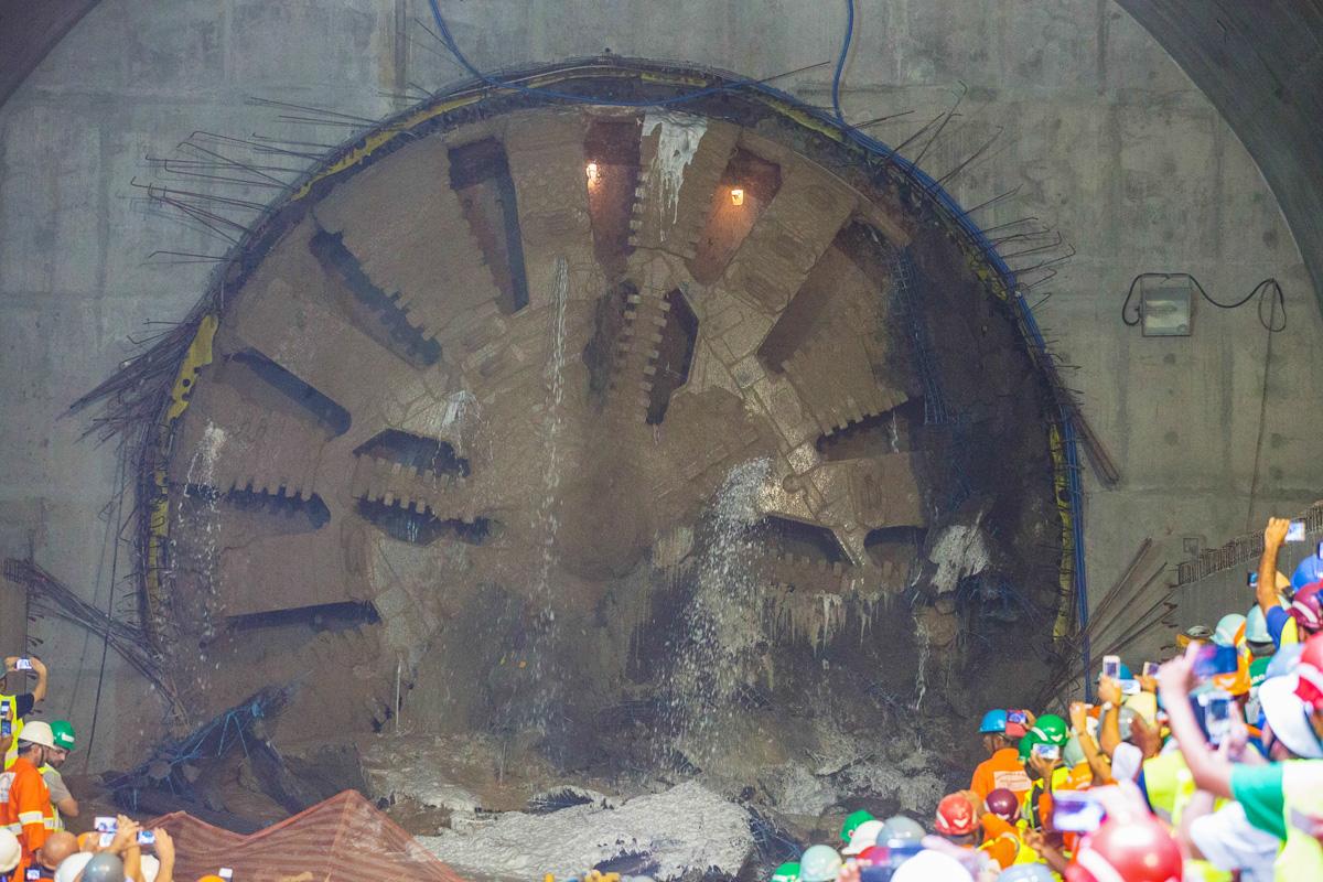 O 'megatatuzão' rompe a parede da estação Chácara KlabinO 'megatatuzão' rompe a parede da estação Chácara Klabin