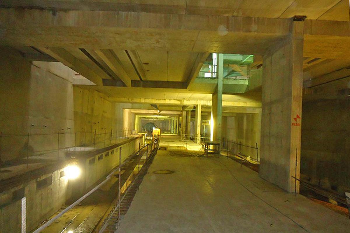 Parte da plataforma de embarque da estação Alto da Boa Vista já está concretada