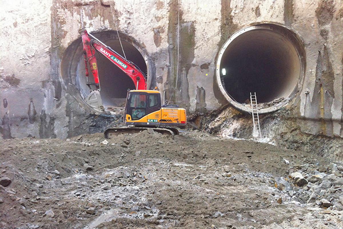 Os dois túneis singelos que chegam à estação Campo Belo