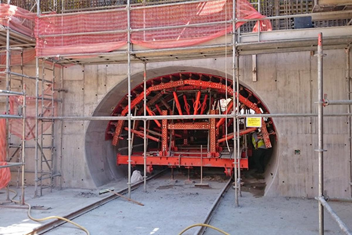 Túnel de ligação ao acesso da estação Moema