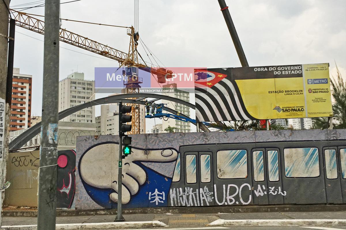 Estrutura em arco começa a ser instalada na estação Brooklin da Linha 5