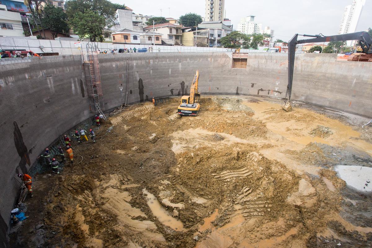 Poço do acesso principal da estação já tem sete metros de profundidade