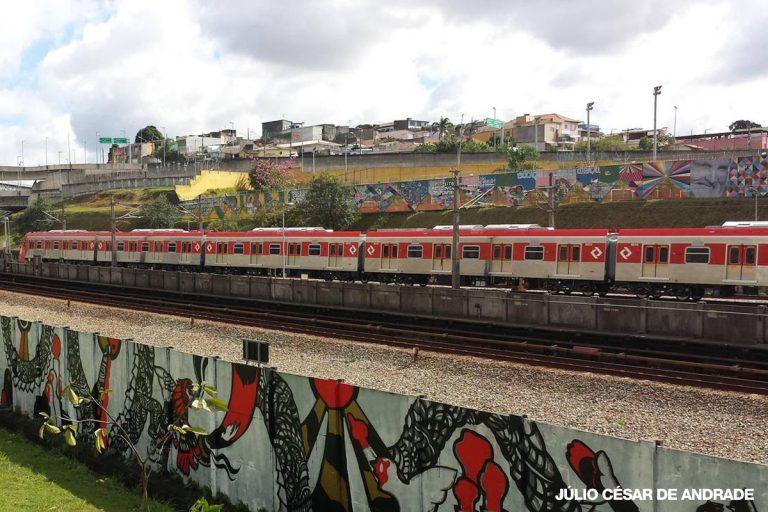 Série 8500 circula pela Linha 11 - Coral (foto: Julio César Andrade)