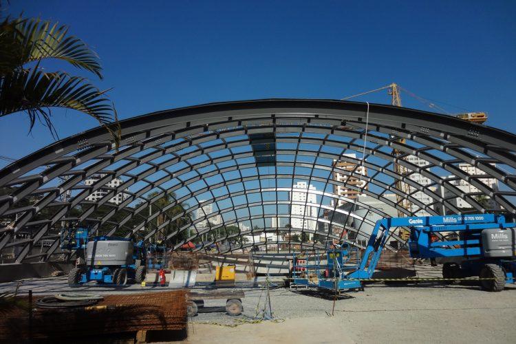 A cúpula do acesso principal da estação Brooklin (junho-16)