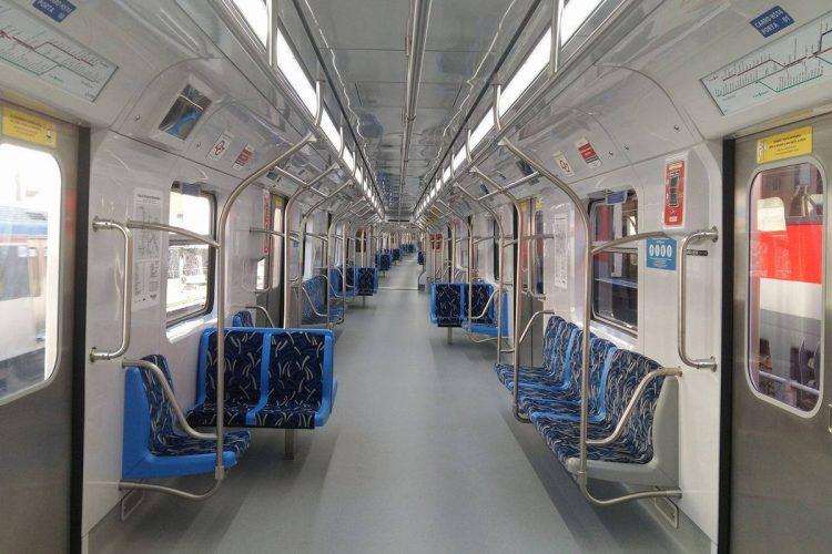 O salão do trem da Série 8500: contínuo e com mais espaço para os passageiros em pé