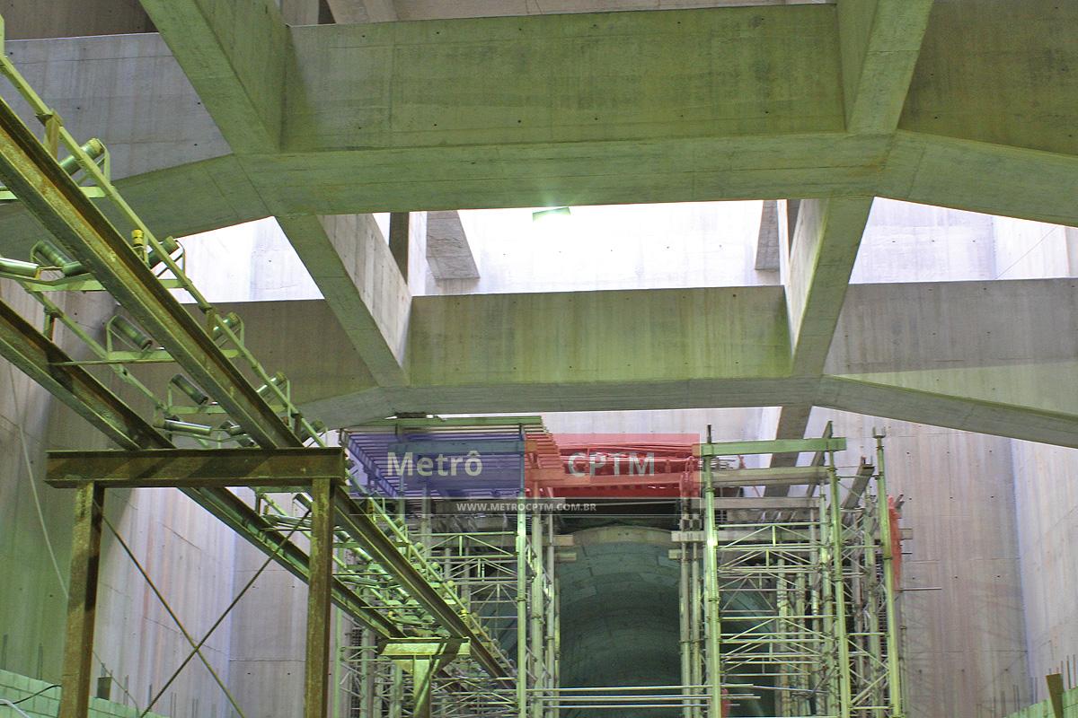 Estrutura de um dos mezaninos da estação Eucaliptos: entrega no final de 2017