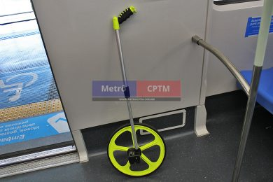 Trena de roda é usada pela equipe de testes para medir com precisão a posição de parada do trem