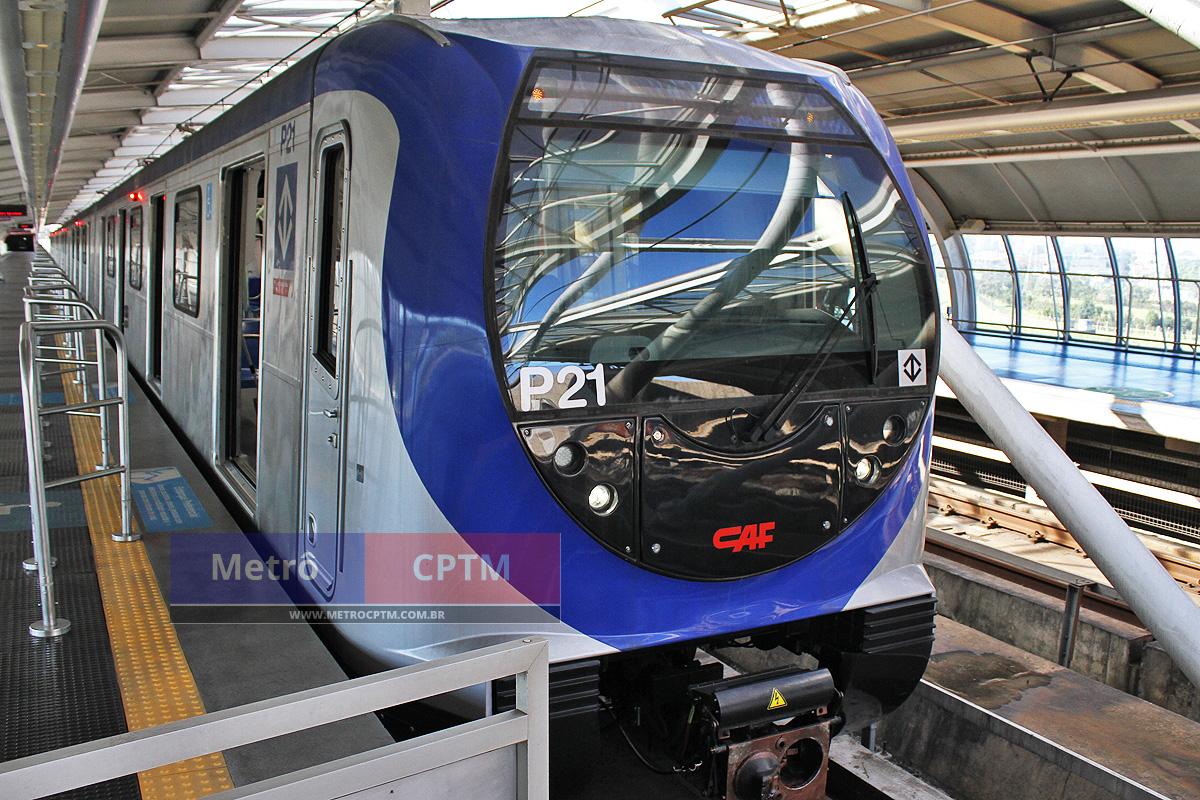 Trem da Frota P em testes na estação Santo Amaro: previsão de operação em setembro