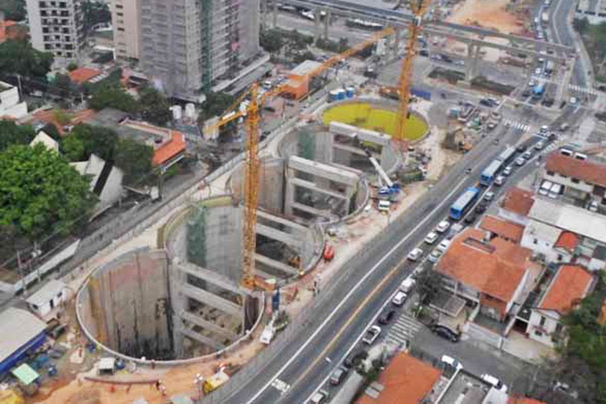 Vista aérea da estação Campo Belo, a mais atrasada da expansão