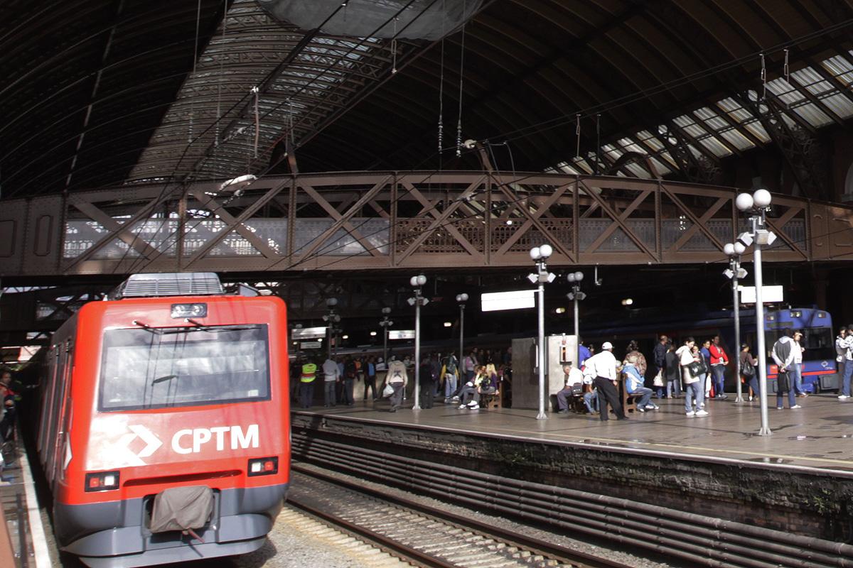 Série 2000 na Estação da Luz: da Linha 11 para a Linha 12