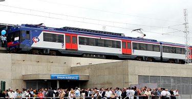 A Série 2100 da CPTM na inauguração da estação Autódromo: trens inadequados para serviço metropolitano