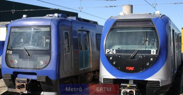 Enquanto o trem da direita não pode operar, o já desgastado trem da esquerda é usado no limite