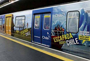 Trem do metrô envelopado com anúncio: tarefa de parceiro privado em breve