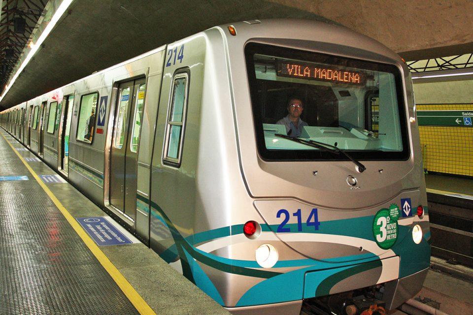 Trem na Linha 2 do Metrô: quadro de funcionários reduzido