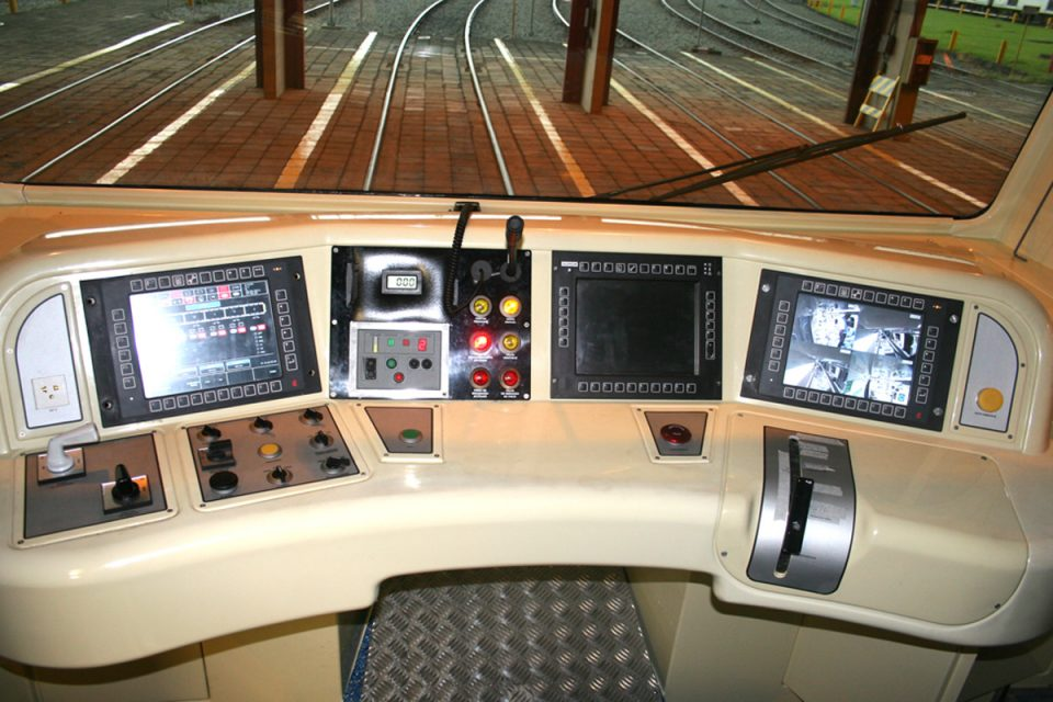 Cabine de comando de trem do Metrô: operadores em falta